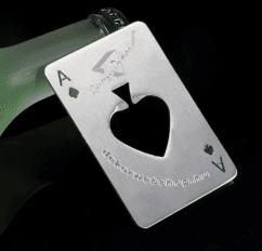 Fém kártya pikk ász alakú sörnyitó egyedi gravírozott felirattal ... e119c57b56