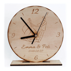 Natúr bükkfa talpas álló óra egyedi gravírozott szöveggel képpel ... e0b70d8a88