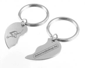 Összetartozó félszívek párban szerelmes pároknak gravírozott fém kulcstartó  nevekkel f09f771065