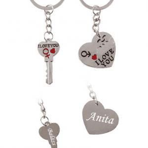 Szívecskés és kulcsos fém kulcstartó pároknak gravírozott nevekkel - Gravírozott  termékek  fac788f345