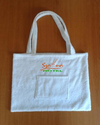 Szaunaklubbok hotelek részére 10 db-os frottír Szaunatáska egyforma egyedi  szaunás logó hímzéssel 80f7f2be10